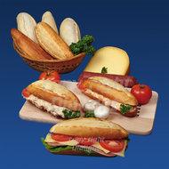 Baquette-eisalade-tonijnsalade-gezond-op-plankje